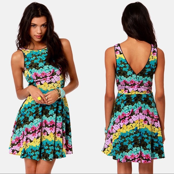 EUC Daises of the week floral print dress - Lush